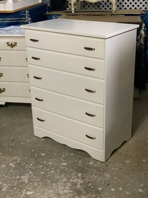 Dresser (Solid wood) New paint for Sale in Auburn, WA