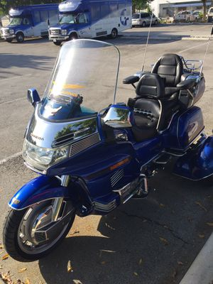 Motorcycle Honda Goldwing 1500 cc 6 cylinders for Sale in Miami, FL