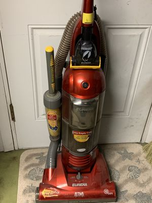 Eureka vacuum cleaner. Easy empty dirt cup for Sale in Bradenton, FL