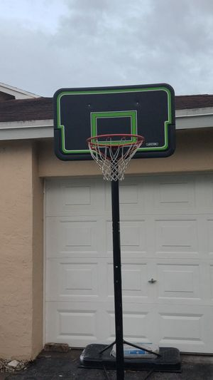 Basketball Hoop - LIFETIME for Sale in Miami, FL