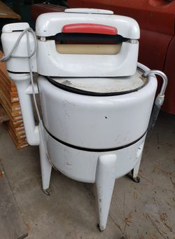 Maytag Washing Machine With Ringer  for Sale in Loon Lake, WA
