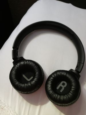 JBL Bluetooth Headphones & Speaker w/JBL Charger for Sale in Houston, TX