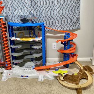Hotwheels Super Ultimate Garage for Sale in Helotes, TX