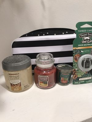 GreatChristmas Gift for that Yankee Candle lover! Includes: fragrances here, small candle, votive,car freshener all inside a pretty makeup bag. for Sale in Pembroke Pines, FL