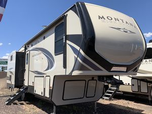 2019 Montana High Country 305RL Fifth Wheel 5th for Sale in Pinetop-Lakeside, AZ