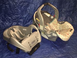 Infant car seat w/ base for Sale in Hebron, KY