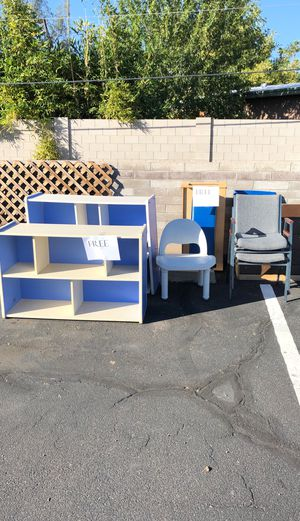 FREE Misc. chairs, kids bookshelves, bench for Sale in Scottsdale, AZ