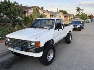 Clean work truck Toyota SR5 86' for Sale in Baldwin Park, CA