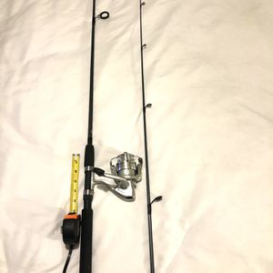 Like New Hardly Used Platinum Shakespeare Spinner Reel & 6 Ft Fishing Pole for Sale in Vacaville, CA