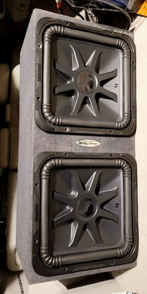 2000 watts totall RMS subwoofers Kicker L7 15 inch with groundshaker ground-shaker box for Sale in Montebello, CA