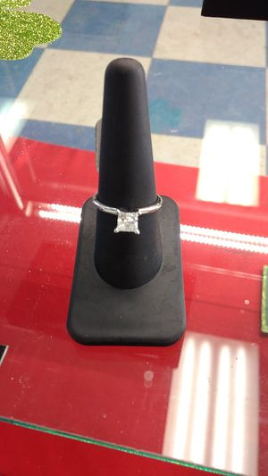Size 9 14kt white gold ring w/70pt solitare diamond for Sale in Fargo, ND