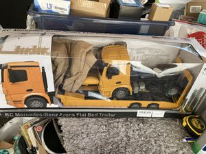 DOUBLE E RC Tow Truck Licensed Mercedes-Benz Acros Detachable Flatbed Semi-Trailer Engineering Tractor Remote Control Trailer Truck Electronics Hobby for Sale in Lynwood, CA