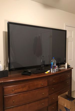 Samsung TV 60 inch. With remote , barely used. for Sale in Philadelphia, PA