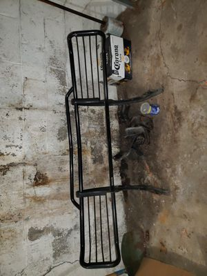1997 Chevy suburban (Grill Parts) for Sale in Bronx, NY