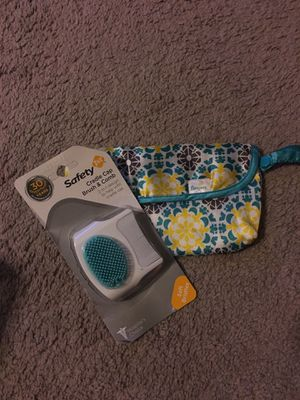 Safety 1st cradle cap brush and comb and Pampers small pouch for Sale in Thornton, CO
