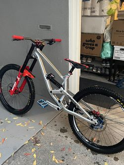 Commencal Furious DH Downhill Mountain Bike for Sale in San Jose,  CA