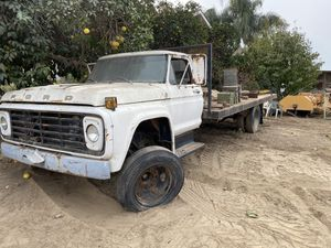 Old Flatbed truck for Sale in Fresno, CA