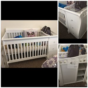Crib comfortable, storage and drawers changing table. No mattresse for Sale in Hialeah, FL