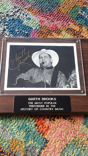 Garth Brooks Autograph for Sale in San Diego, CA
