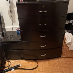 Dresser, dark brown. for Sale in Queens,  NY