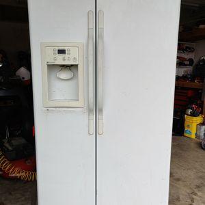Refrigerator, Side By Side for Sale in Elmendorf, TX