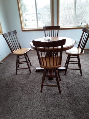 Dining table for Sale in Waterloo, IA