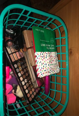Makeup for Sale in Gladstone, OR