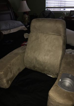 Homededics luxury foldable massaging back chair for Sale in Bloomington, CA