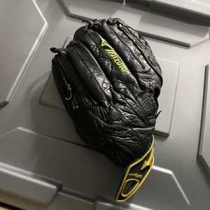 Used Mizuno Softball Glove for Sale in Boston, MA