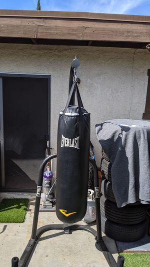 Everlast punching bag with stand for Sale in Garden Grove, CA