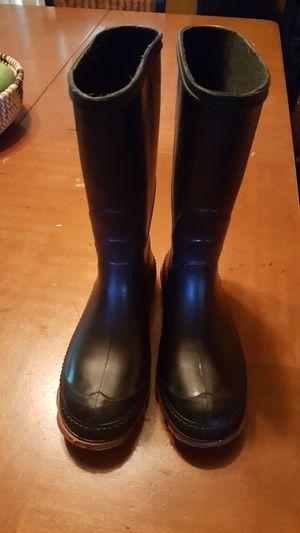 Child rain boots excellent conditioner size 3 for Sale in Miami Gardens, FL