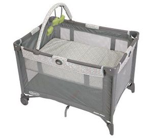 Bassinet - Graco - Pack 'N Play On The Go Playard - WITH Mattress for Sale in Manassas Park, VA