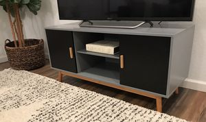 Very nice mid century / modern style TV stand for Sale in Peoria, AZ
