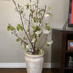 Beautiful Flower Deco With Beautiful Ceramic Pot for Sale in Ontario, CA