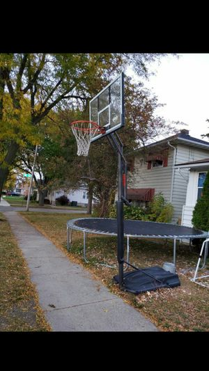 LIFE TIME BASKETBALL HOOP for Sale in Kenosha, WI