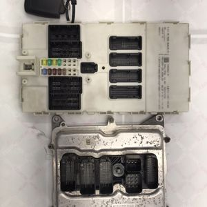 BMW F30 328i ENGINE CONTROL ELECTRONIC IGNITION MODULE KEY FUSE 8631689, 9352862 for Sale in Miami, FL