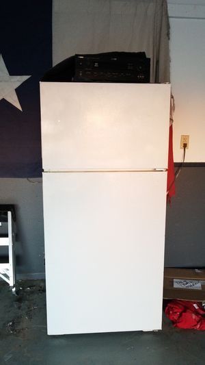 White Refrigerator great condition its in my garage to store xtra food or drinks its very cold. for Sale in Canutillo, TX