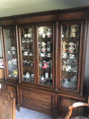 Antique China cabinet for Sale in Wheeling, IL