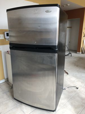 Refrigerator Stainless Steel (Whirlpool) for Sale in Chicago, IL