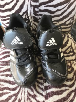 Adidas Boys soccer shoes size 1 like new for Sale in Gresham, OR