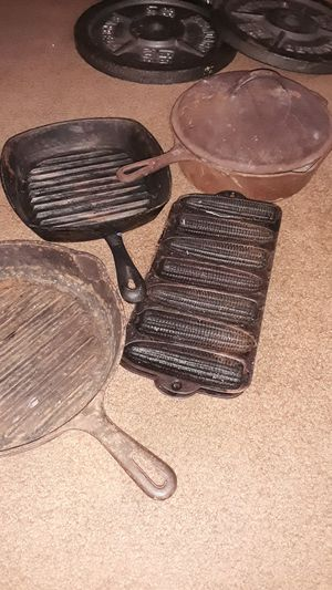 3 caste iron skillet/ 2 caste iron corn bread molds for Sale in Lincoln Acres, CA