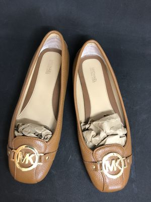 Like New! Michael Kors Woman Slip-On Shoes Size 9 for Sale in Orlando, FL