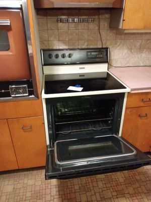 Magic Chef 4 burner glass top oven for Sale in Mountain Grove, MO
