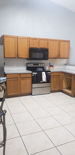 Whirlpool over the oven microwave for Sale in Kissimmee, FL
