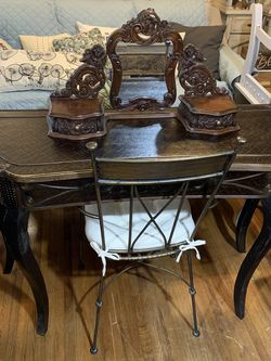 VANITY /CHAIR for Sale in Orlando,  FL