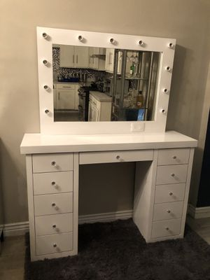 Vanity desk with mirror for Sale in Phoenix, AZ