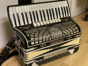 Full size accordion (120 bass) for Sale in San Jose, CA