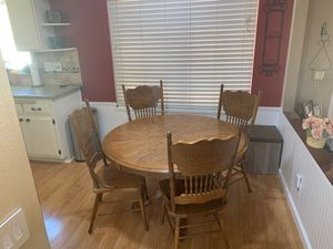 Round wood kitchen table $125 OBO for Sale in Riverside, CA