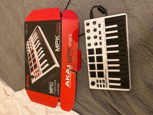 Akai mpk mini 25 key keyboard for Sale in Allen, TX