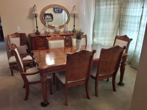 Broyhill Dinning Room Table (with ext. leaf) with 8 chairs and matching sideboard. for Sale in Anaheim, CA